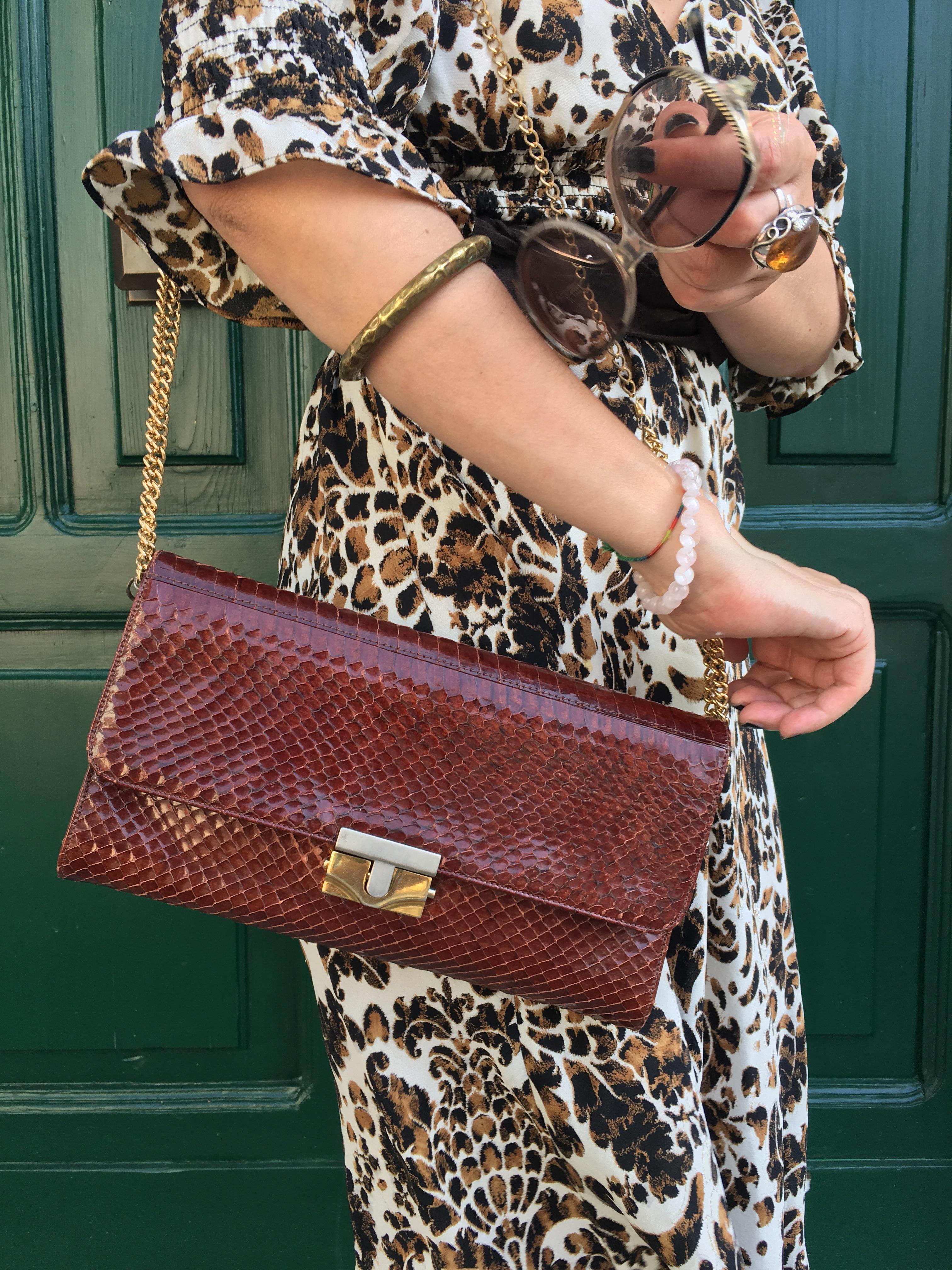 Accessori low cost: la borsa in pitone recuperata dall'armadio della nonna