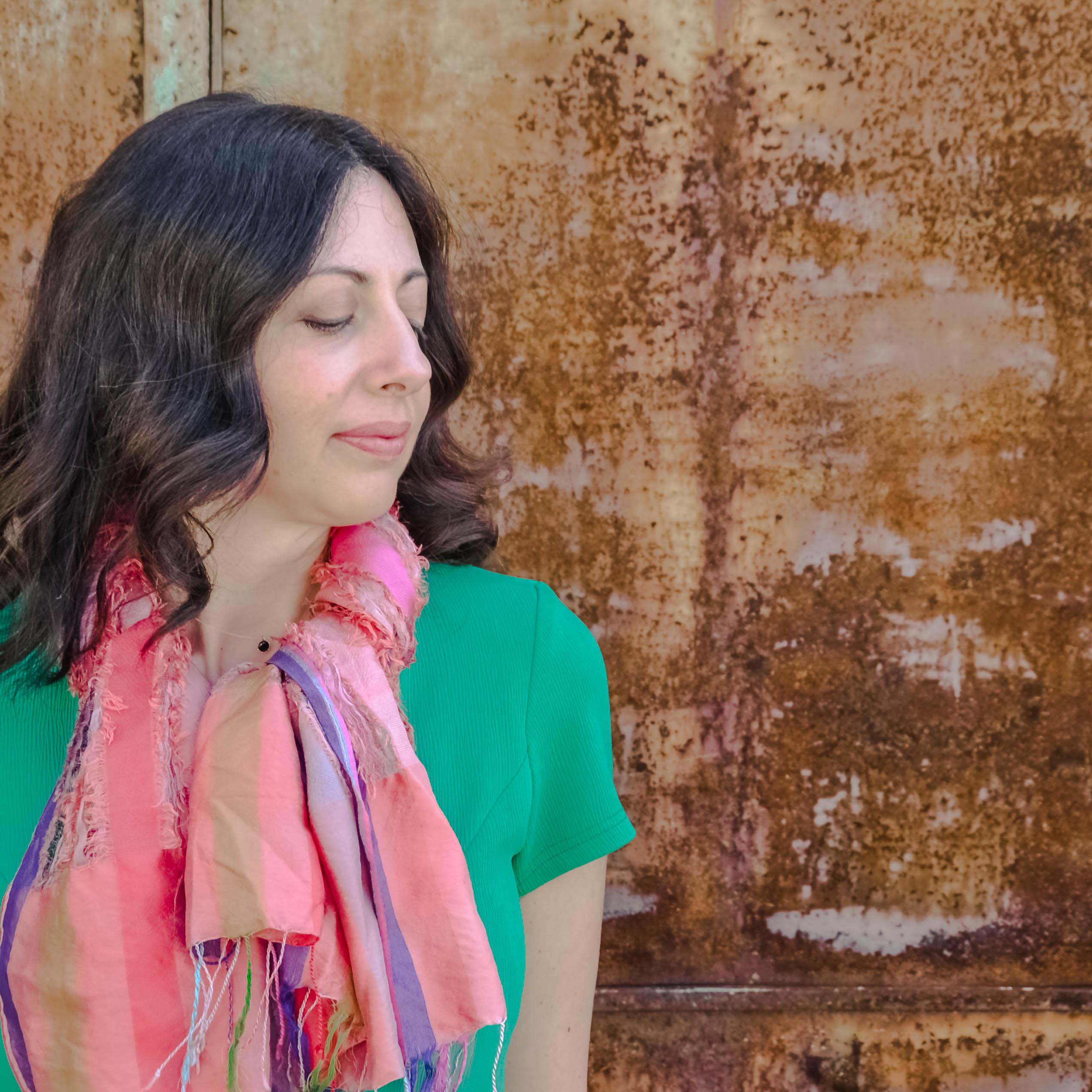 Che Colore Abbinare Al Giallo come abbinare i colori: il verde smeraldo - the fashion