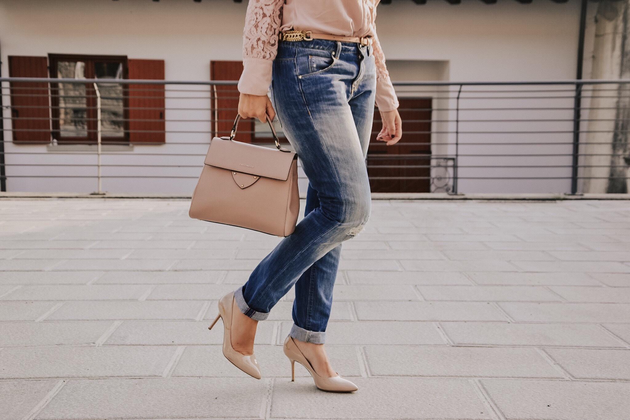 Come indossare i jeans boyfriend con una camicia rosa - The Fashion Cherry Diary