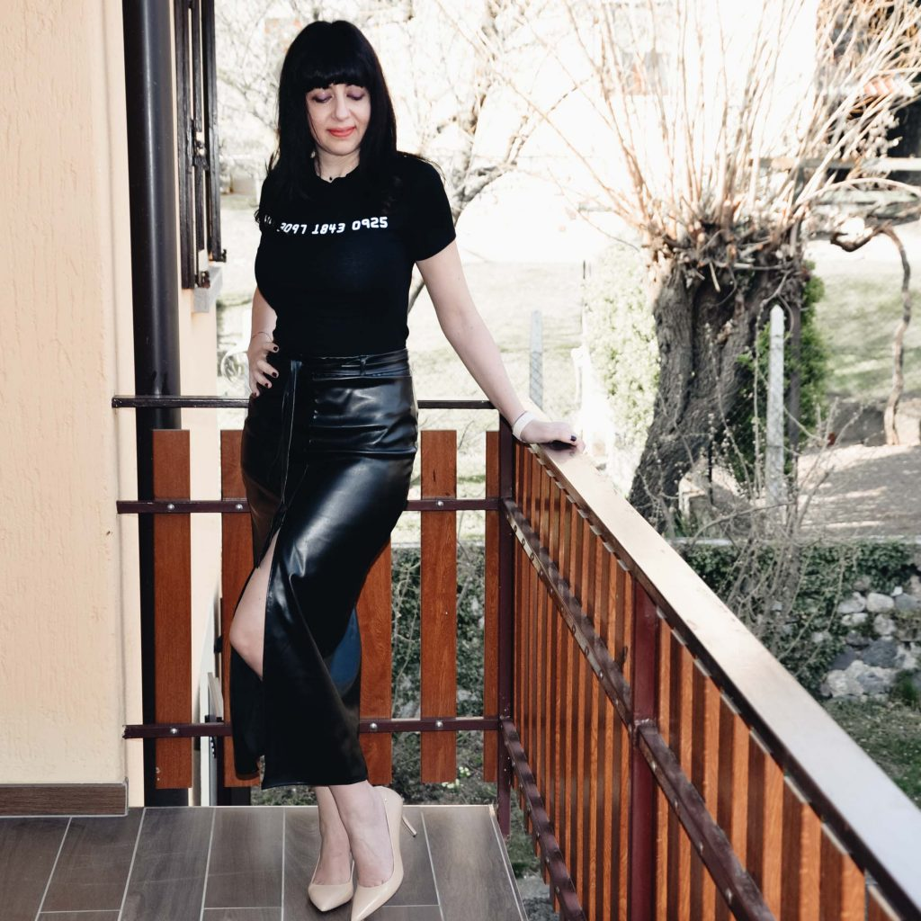 Black PU High Split Midi Skirt - Femme Luxe - Gonna al polpaccio nera in ecopelle e cropped top - Femme Luxe